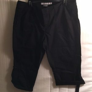 Old Navy black capris size 16